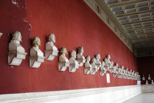 Busts of famous Bavarian personAlities in the Hall of Fame in Munich