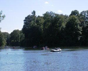 Small boats on the Kleinhesseloher Lake