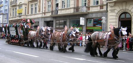 Spatenbraeu Carriage drawn by six horses
