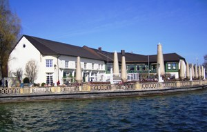 Restaurant with beer garden at Starnberger See