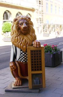 Lion in Munich dressed as waiter